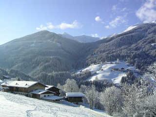 Floachhof - eingebettet in eine schöne Winterlandschaft