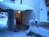 Eingangsbereich bei Neuschnee