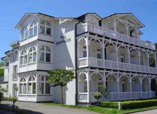 Villa Jugendglueck by Rujana
