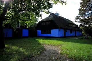 Blaues Haus by Rujana