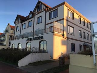 Haus Alexandra, exklusive Wohnung direkt am Strand, Balkon