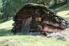 Eine von den uralten Kochhütten in den Bergwiesen
