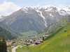 Dorf Innervillgraten mit Blick auf den Hausberg, die Kreuzspitze im Frühjahr