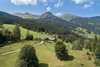 Biohof Maurachgut  im Sommer - umgeben von einer beeindruckenden Naturlandschaft