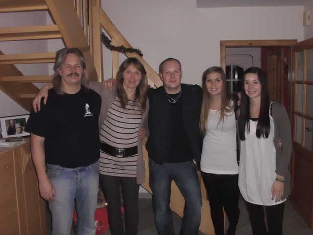 Da wir nur 50 m von den Ferienwohnungen entfernt wohnen, werden Sie von uns, der Familie Schröder, freundlich betreut.